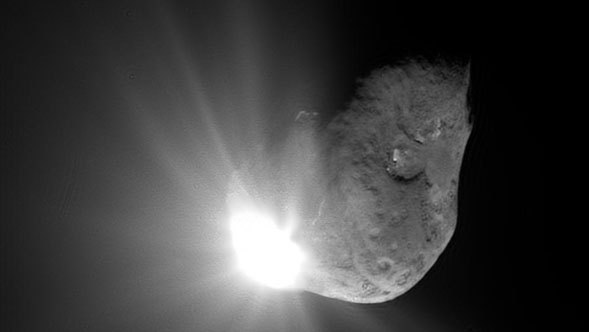 Deep Impact collides with Tempel 1